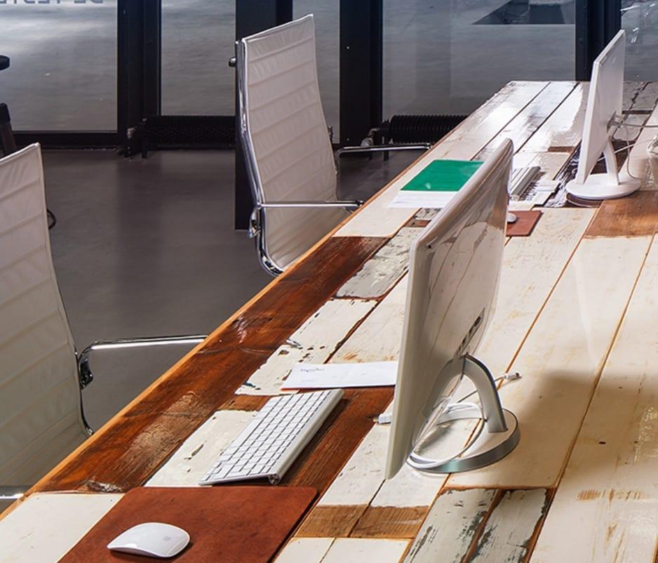 tafel-recycled-hout-offiz-hoomz-Interieuradvies-inrichtingsadvies-zeist